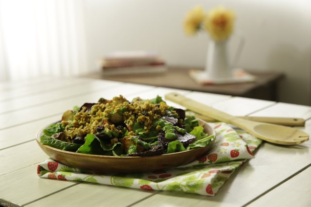 Betabel salad with Granola