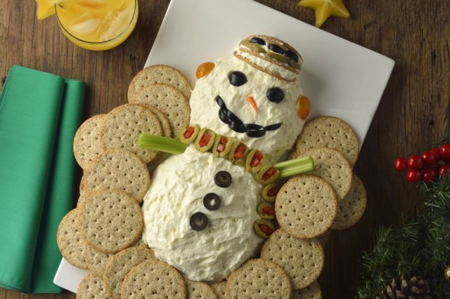Snowman of Cheese, Olives and Cookies