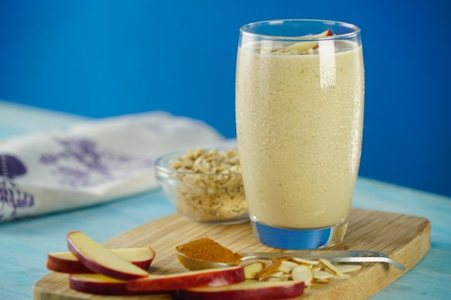 Apple, Oats and Cinnamon Smoothie
