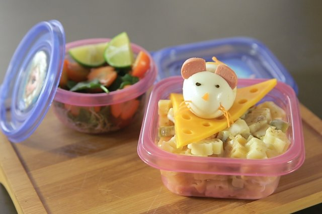Egg Mouse over Pasta and Salad