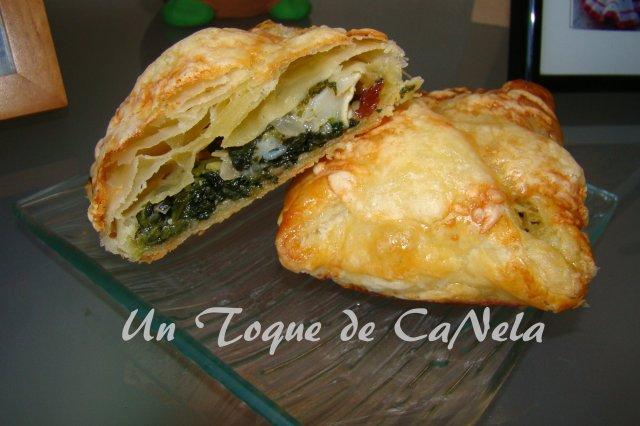 Packs of puff pastry with spinach and goat cheese
