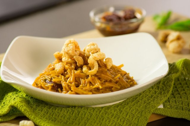 Dry noodle with Chicharrón and Chipotle