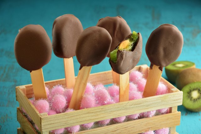 Iced Kiwi and Dark Chocolate Popsicles