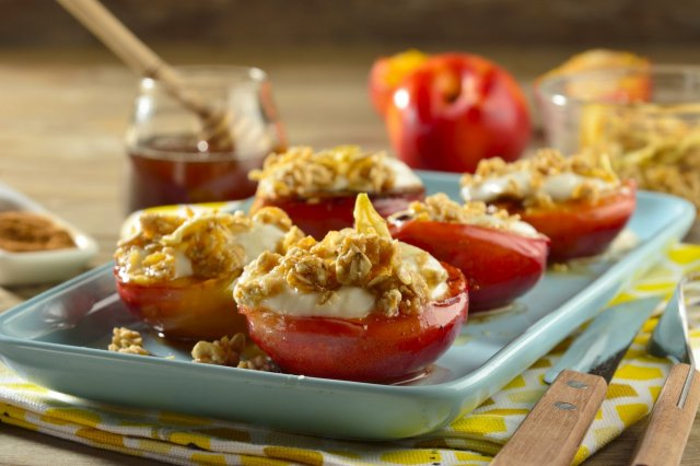 Grilled Peaches with Greek Yogurt, Honey and Granola