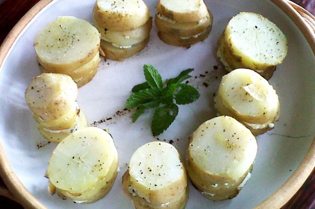 Potatoes with Grilled Goat Cheese