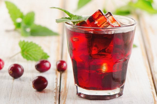 Cranberry and pomegranate water