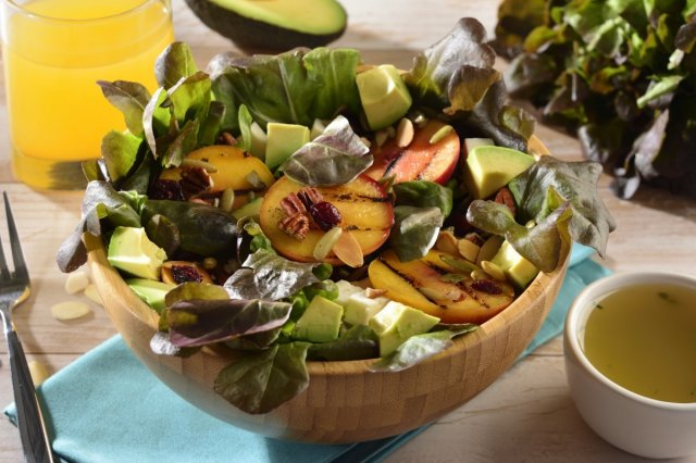 Lettuce Salad with Grilled Peaches