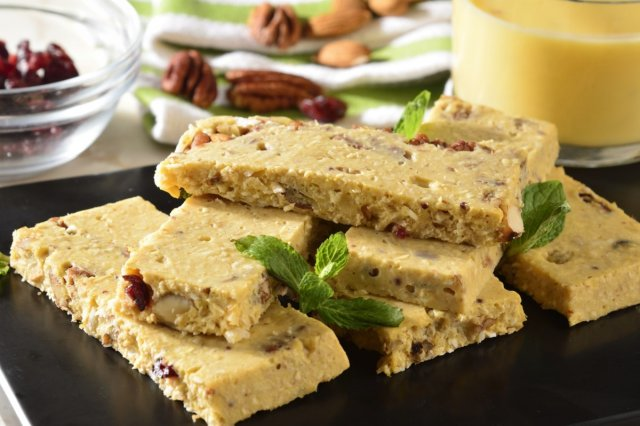 Dry Fruit Bars with Yoghurt