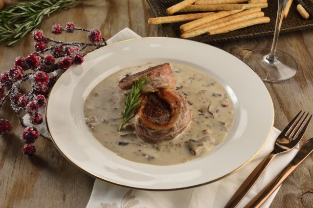 Beef fillet, bacon and mushroom sauce