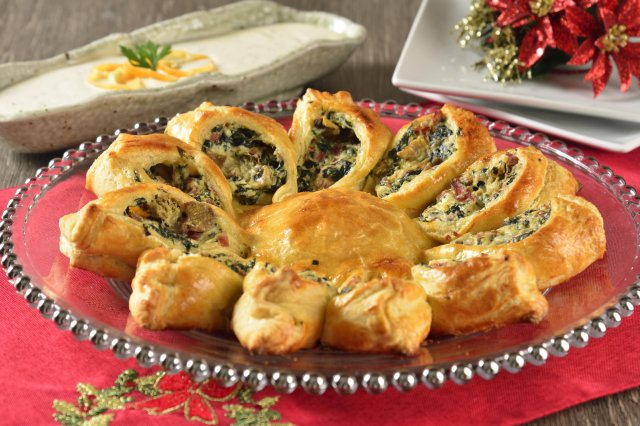 Spinach wreath with cream cheese