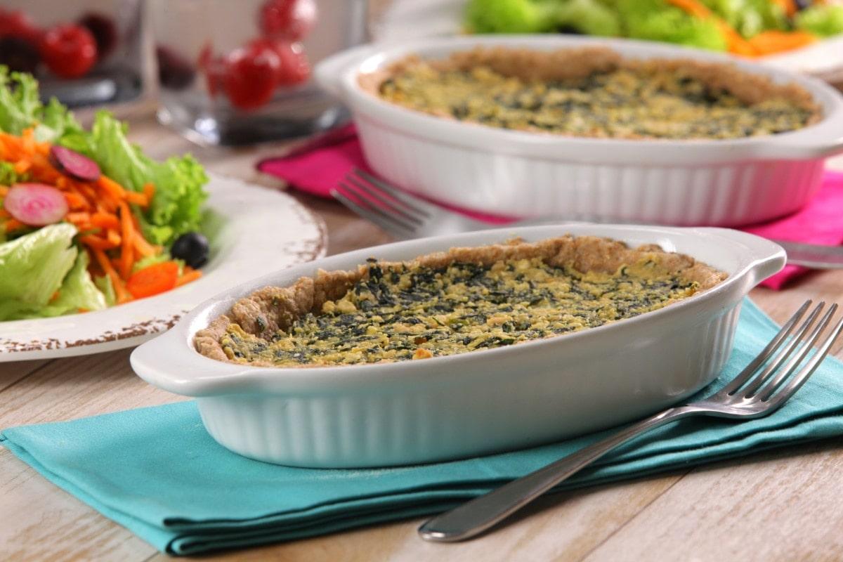 La tarta de espinacas es una forma nueva y deliciosa de consumir esta nutritiva hierba