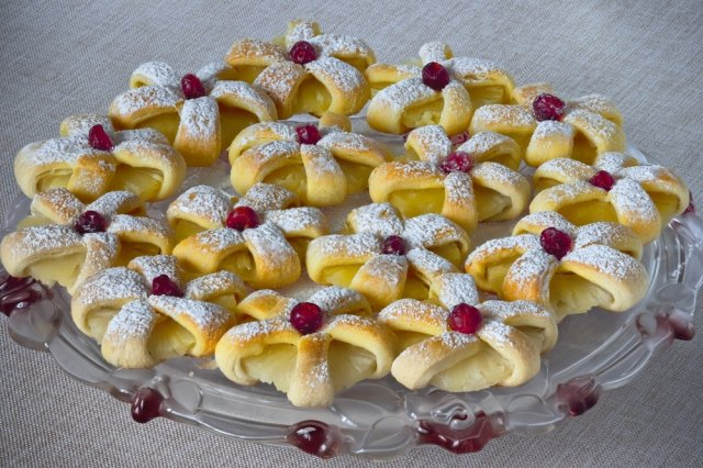 Cherry Crown with Cheese