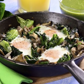 Eggs in the Casserole with Spinach and Lettuce