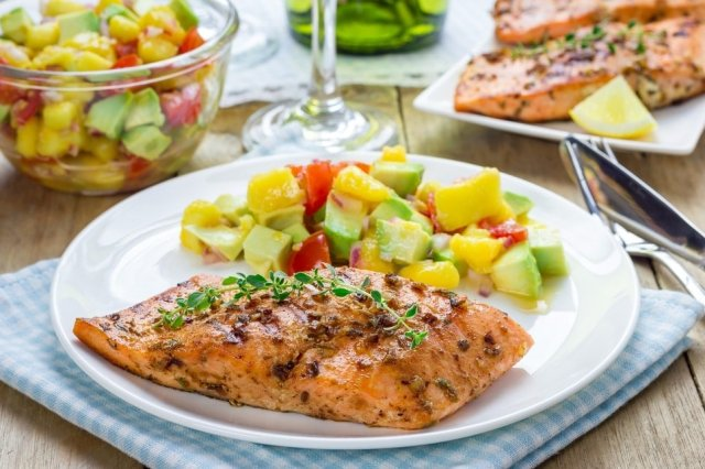 Salmon at the Grill with Pico de Gallo de Mango