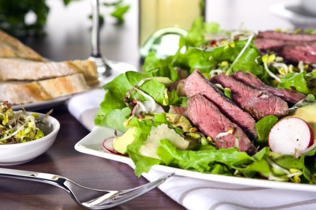Beef Strips with Cucumber Salad