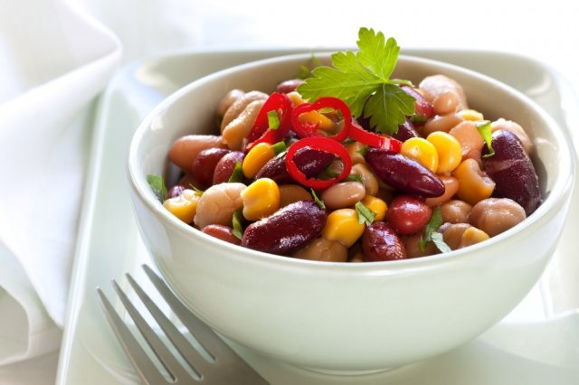 Salad of 3 types of beans with green beans