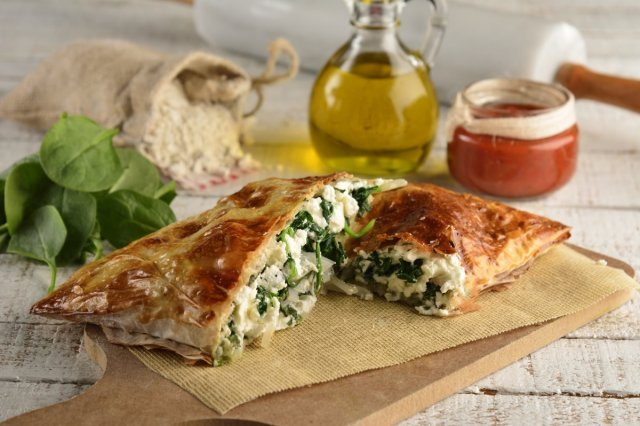 Spinach Calzone with Mozarella Cheese