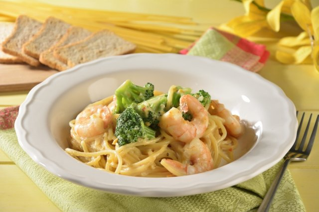 Spaghetti with Shrimp with Cheese Sauce