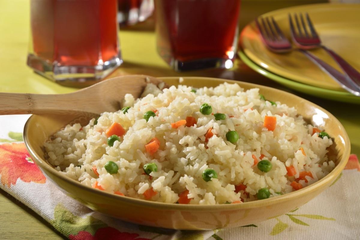 cuantas calorias tiene una porcion de arroz rojo