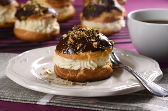 Profiteroles with Pistaches
