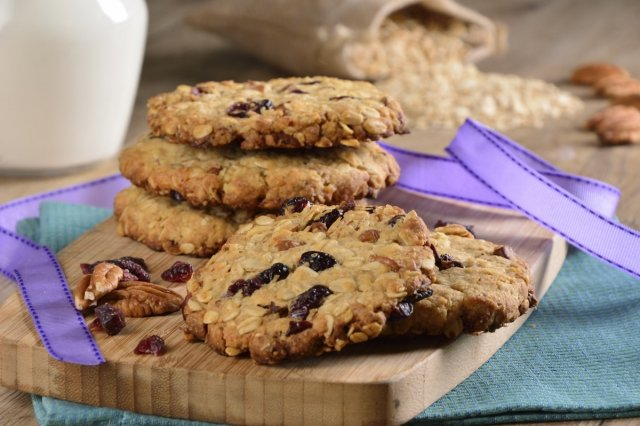 Oatmeal cookies with dried fruits