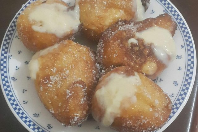 Puffs with Cream of Pastry