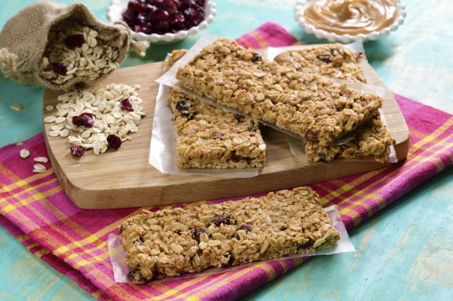 Oatmeal Bars with Peanut Butter