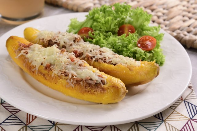 Bananas Stuffed with Meat