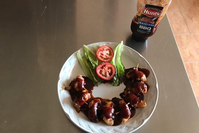 Shrimp Wrapped in Bacon with BBQ Sauce Original Hunt's ®