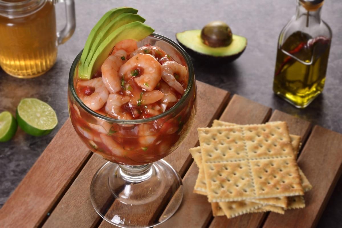 Receta de c ctel de camarones con c tsup - Coctel de marisco ingredientes ...