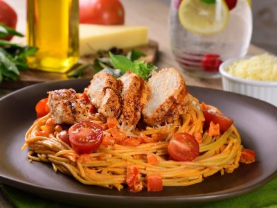 Creamy Pasta with Peppers and Chicken
