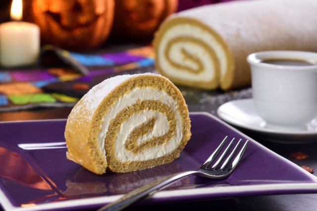 Pumpkin Roll with Cream Cheese Bitumen