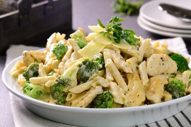 Feather with Chicken and Broccoli, Alfredo Style