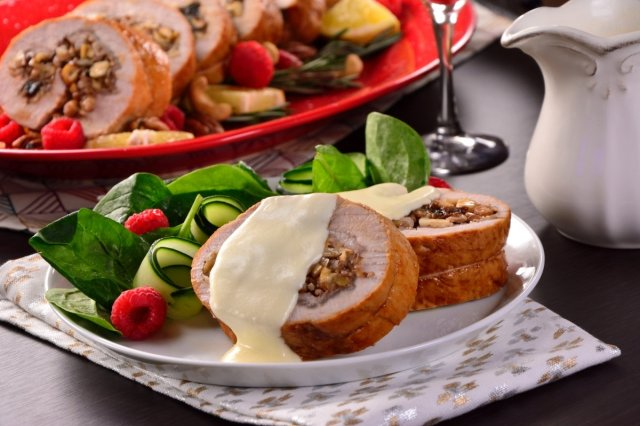Loin Stuffed with Dried Fruits in White Sauce