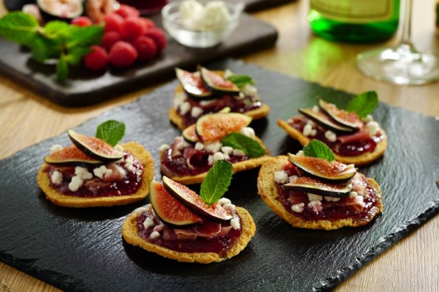 Crunchy Fig and Cheese