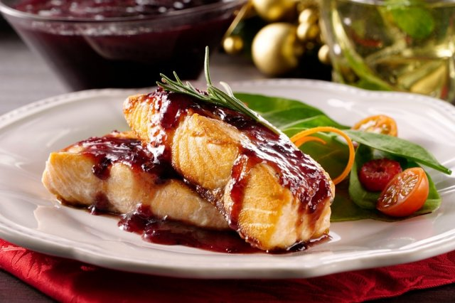 Salmon in Cranberry Sauce