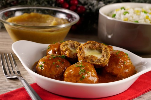 Stewed Meatballs Stuffed with Cheese