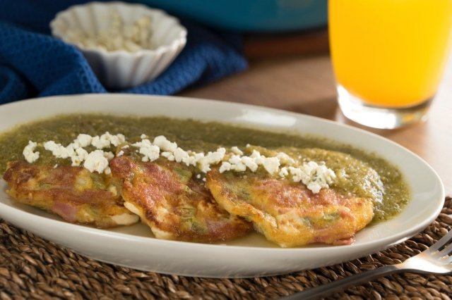 Nopal Pancakes, Ham and Panela Cheese in Green Sauce