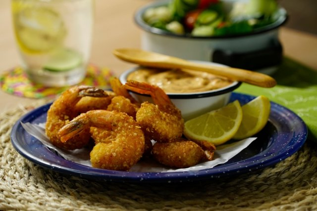 Fried shrimp with chipotle dipping sauce