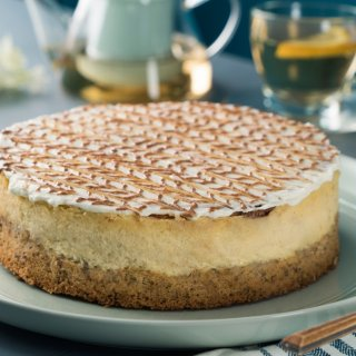 Cinnamon Cheesecake with Walnut Cake