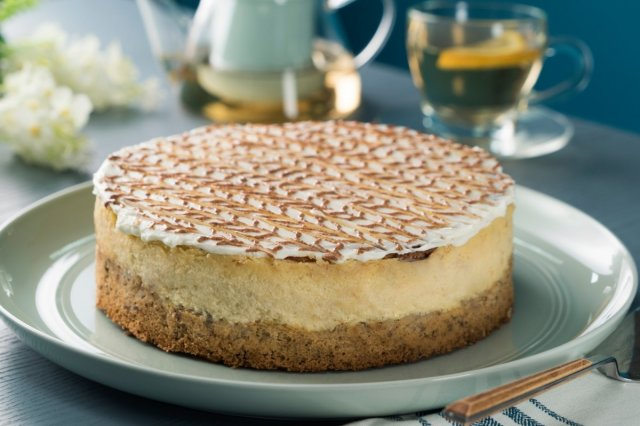 Cinnamon Cheesecake with Walnut Pastry