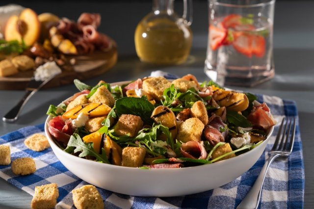 Grilled Peach Salad with Arugula