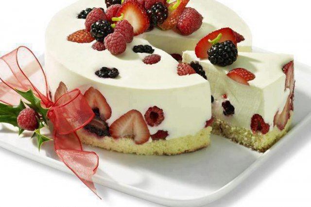 Cream Cheese Mousse with Red Fruits