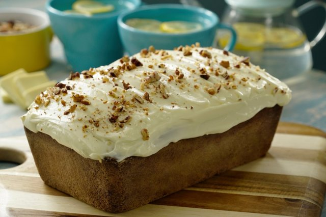Banana Pound cake with White Chocolate Frosting