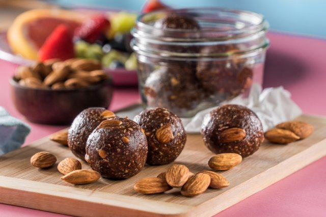 Almond Energy Bites