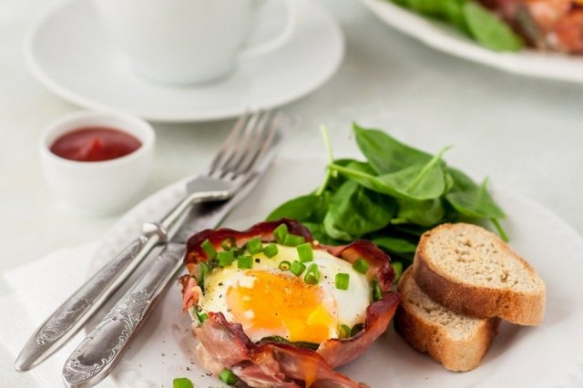 Bacon baskets with Egg and Asparagus
