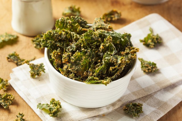 Kale chips with Guacamole