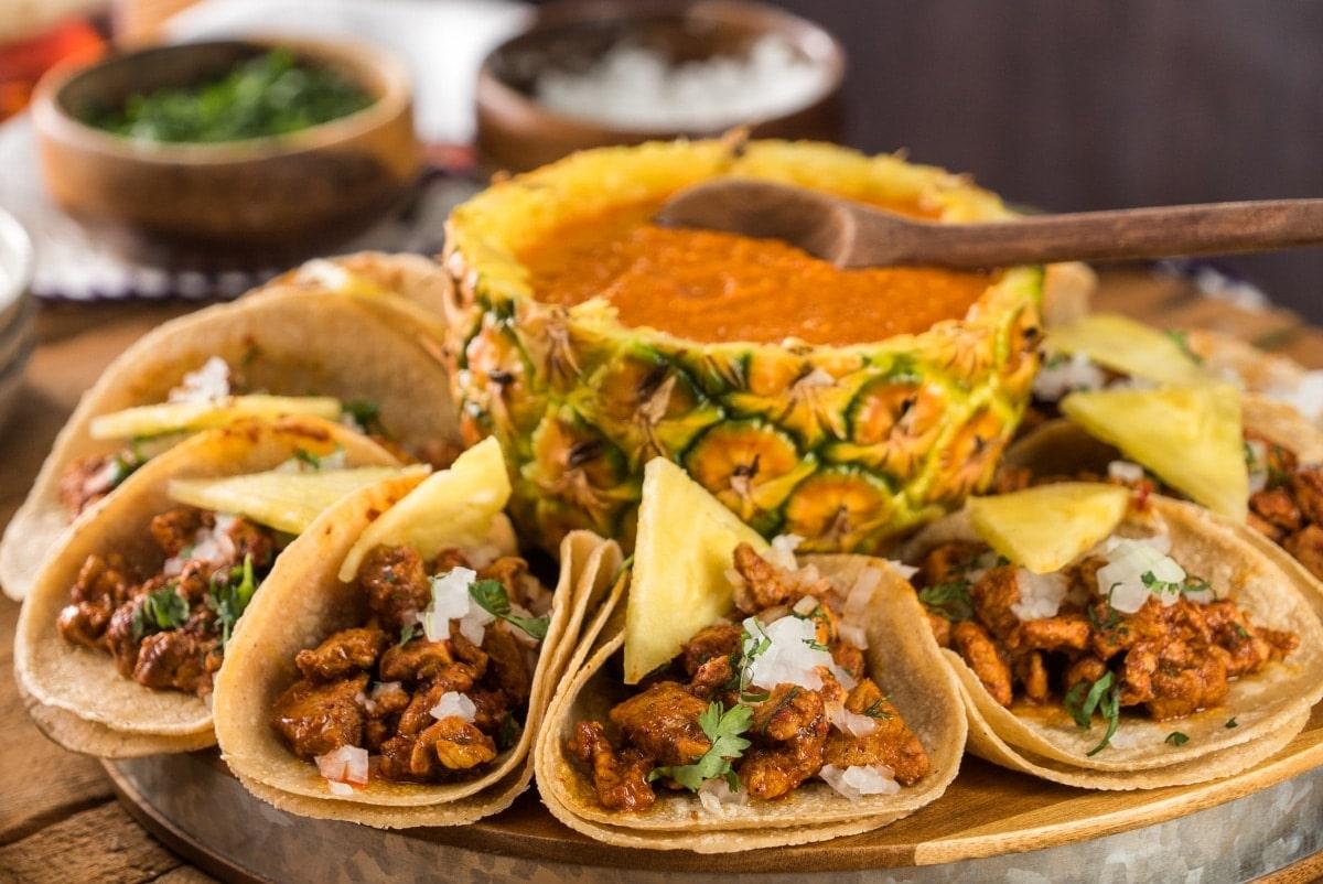 Los tacos son de los platillos típicos de México más deliciosos.