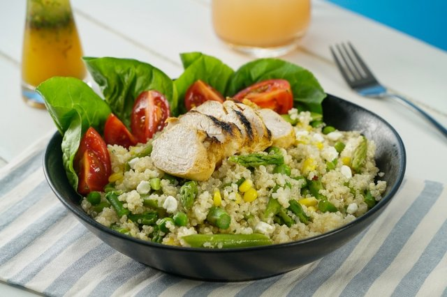 Quinoa Salad with Spicy Chicken