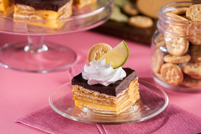 Flan cubes with biscuit
